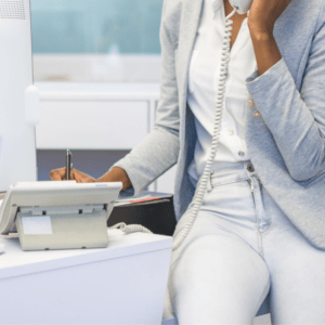 pisanie na komputerze laptop współpraca pytania wirtualna asystentka