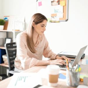 jak wirtualna asystentka szuka klientów
